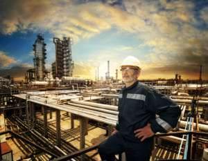 petrochemical worker taking a break on a hot day to prevent heatstroke